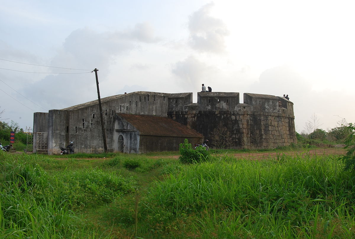 1200px-Sultan_Battery_2163.JPG
