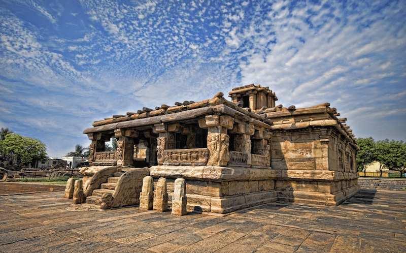 Aihole-Lad-khan-temple.jpg