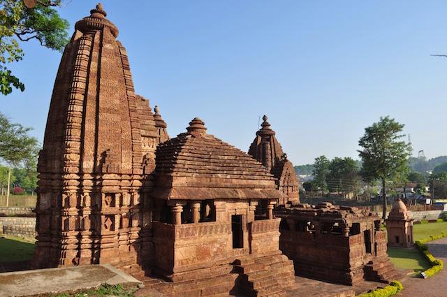Ancient-Temples-of-Kalachuri-in-Amarkantak.jpg