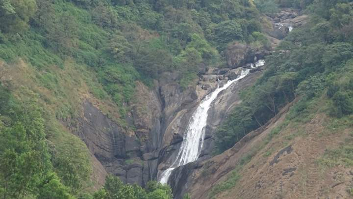Attukad-Waterfalls-in-Munnar​.