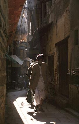 back ally in old varanasi.jpg