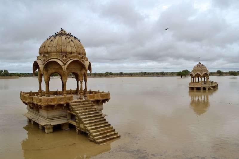 Gadsisar-Lake-in-Jaisalmer.jpg