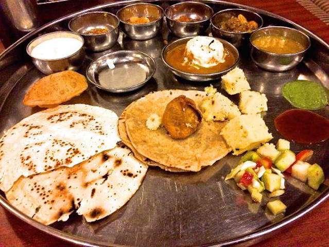 Gujarati-Thali-of-Sasuji.jpg