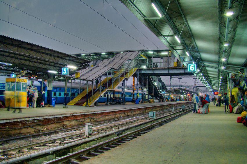 Hazrat Nizamuddin Railway Station bag storage.jpg