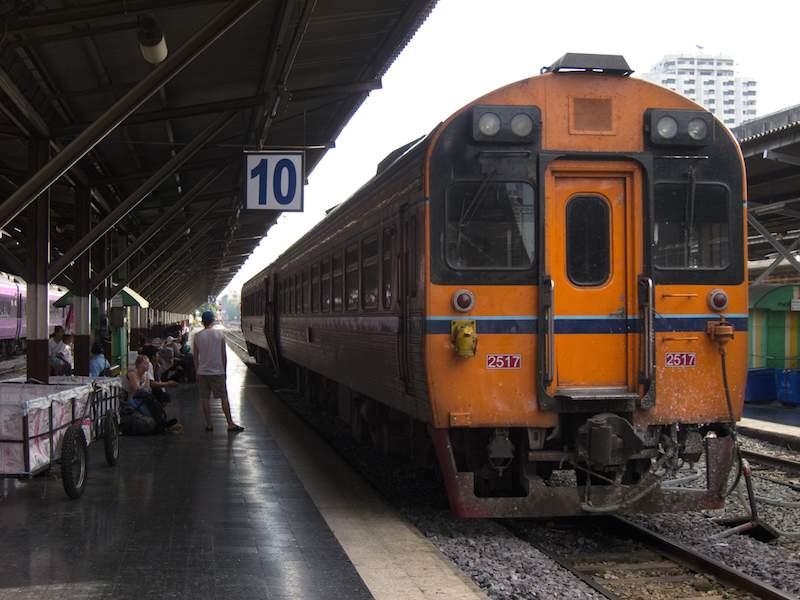 Hua-Lamphong-Railway-Station-in-Thailand.jpg