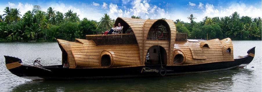 Kerala-backwaters-houseboat.