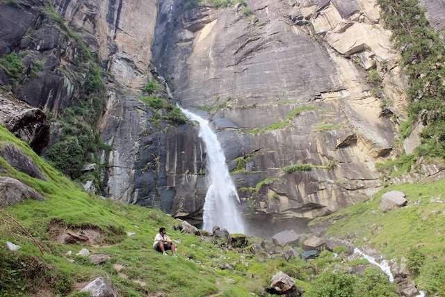 Manali-waterfall.jpg