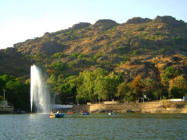 Nakki-Lake-in-Mount-Abu​.jpg