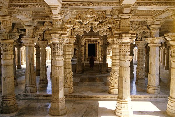 Parshwanath-Jain-Temple-in-Delwara.jpg