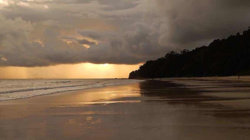 Radha nagar beach andaman.jpg
