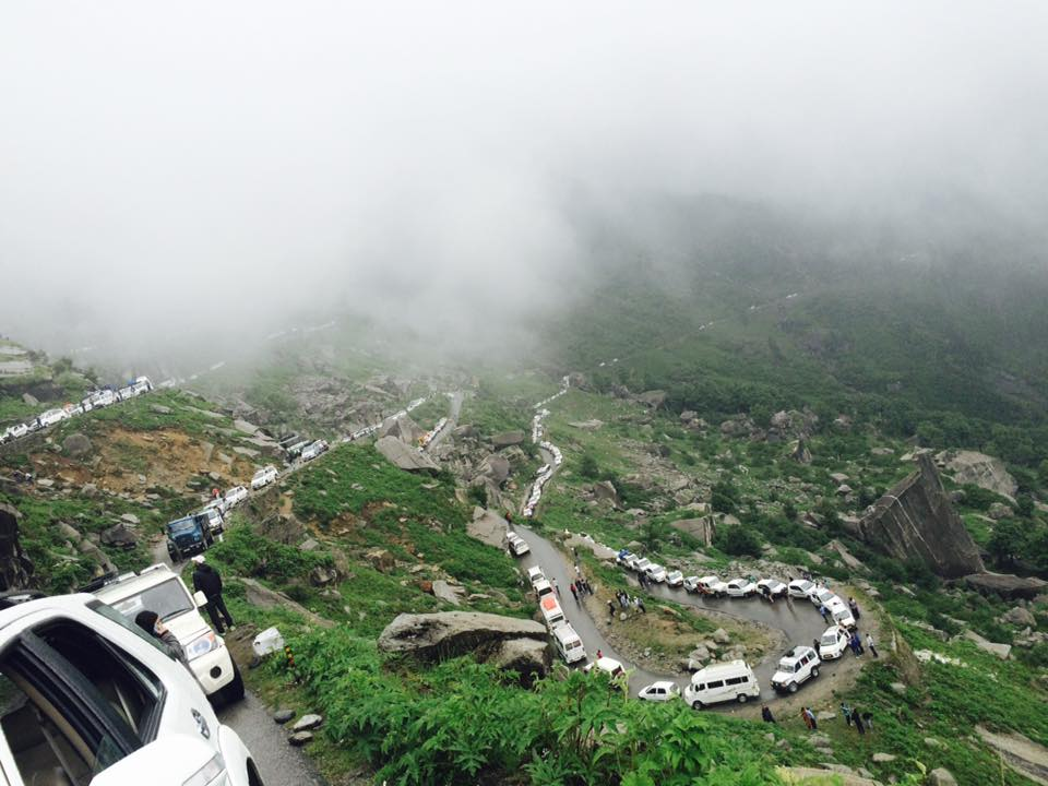 Rohtang-pass-traffic-jam.jpg