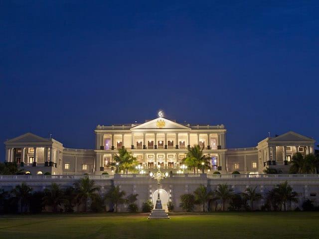 Taj_Falaknuma_Palace.jpg