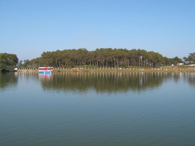 Thadlaskein Lake.jpg