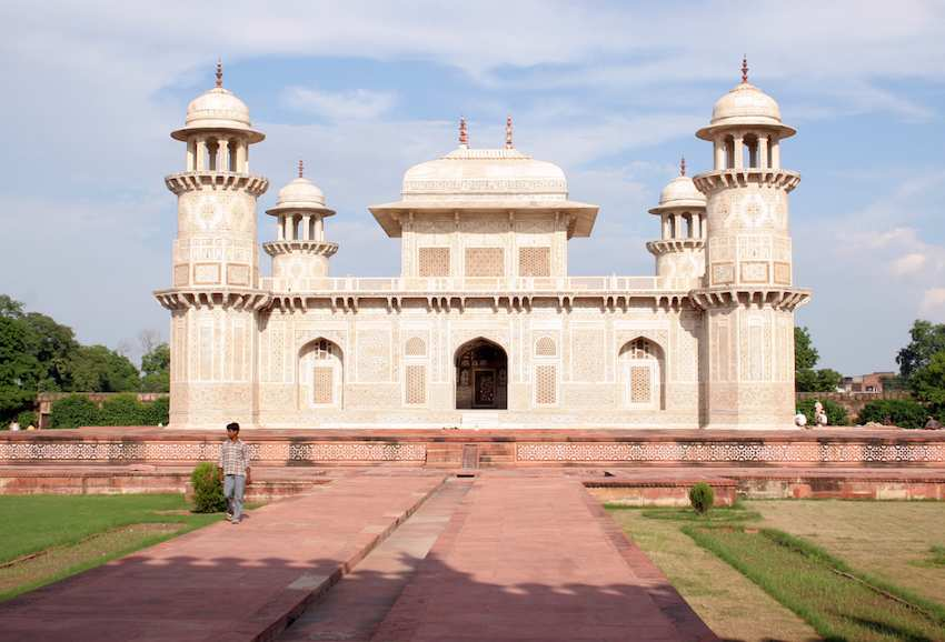 Tomb-of-Itimad-ud-Daulah-in-Agra.