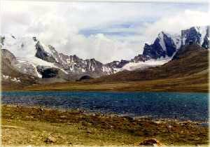 TshoLhamu-lake.