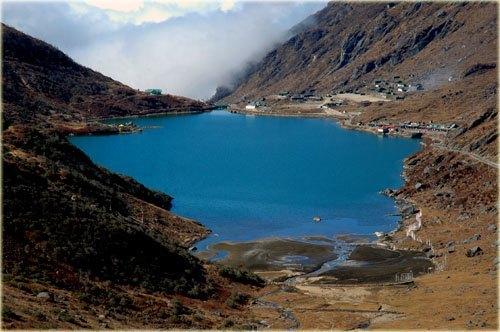 Tshomgo-Lake.jpg