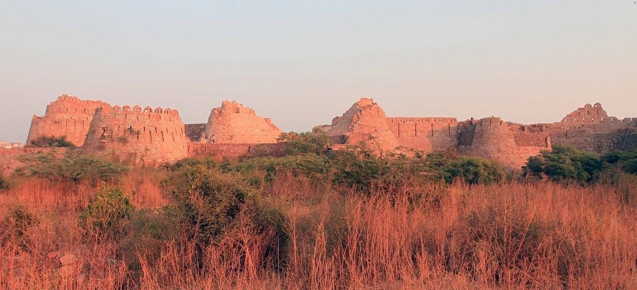 Tuglakabad-fort-Delhi.jpg