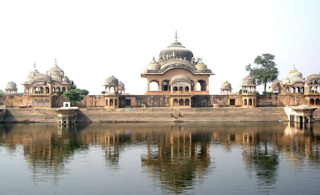 Yamuna-bank-mathura.jpg